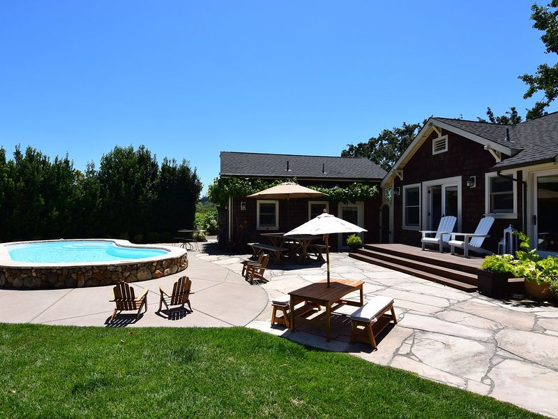 Kenwood Farmhouse - A Little Piece Of Heaven Amongst The Vineyards!  2 Bedrooms,, vacation rental in Kenwood