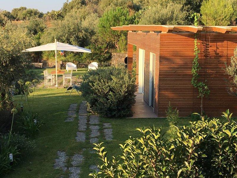 Piccolo rifugio di charme e relax nel verde della collina di Aci Castello., casa vacanza a San Gregorio di Catania