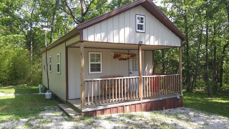 Quiet, Peaceful, Relaxing overall A Great Get Away Cabin!!!!, casa vacanza a Half Way
