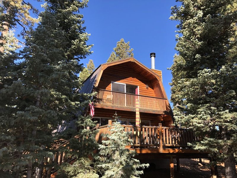 Newly Remodeled Cabin in the Woods, casa vacanza a Duck Creek Village