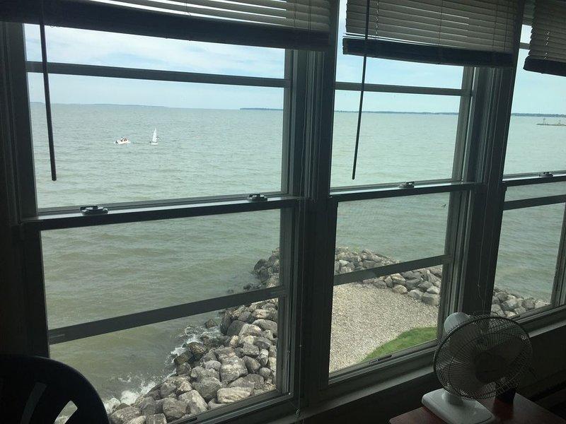 **NEW LISTING** 240-E Waterfront: 1 BR sleeps 4, aluguéis de temporada em Lacarne