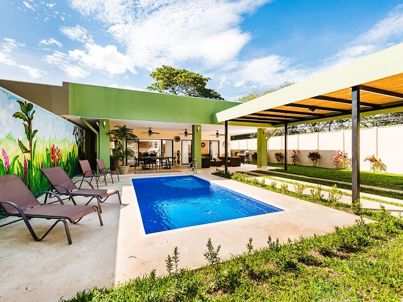 Designer home in Playa Potrero, private & secure, casa vacanza a Playa Potrero