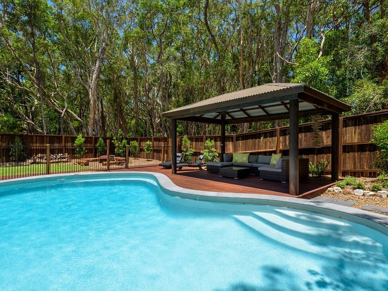13 Orania Court, Rainbow Shores - Pool, sleeps 8, air conditioning, fire pit – semesterbostad i Gympie Region