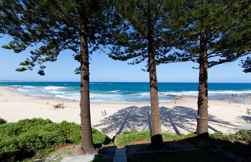 BEACH FRONT PROPERTY 180 DEGREE VIEWS WITH BEACH AT YOUR DOOR STEP!, holiday rental in Ourimbah