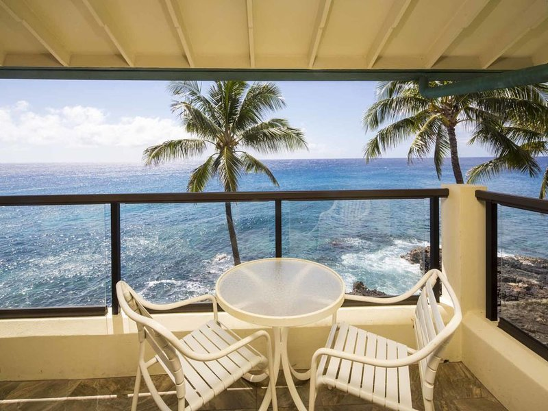 Fantastic Ocean Front Condo! Full Kitchen, Washer/Dryer, Private Lanai, WiFi, Fl, alquiler de vacaciones en Poipu