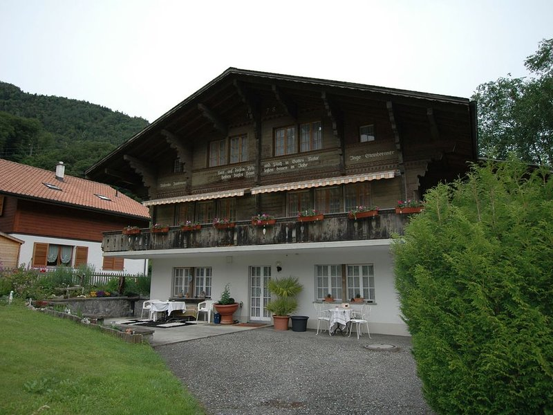 Pristine home in a charming village, large grassy sunbathing area, view of the M, vacation rental in Gsteigwiler