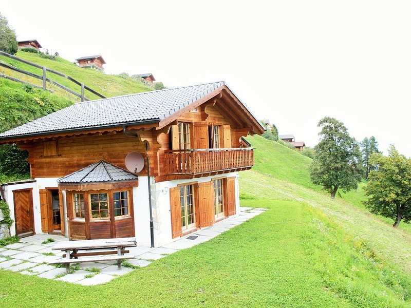 Chalet in Hérémence with Sauna,Ski Storage,Whirlpool,Terrace, holiday rental in Heremence