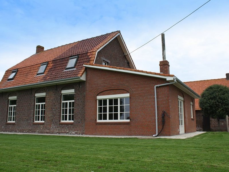 Lovely holiday home in the beautiful hill country. Ideal for family weekends!, holiday rental in Mesen