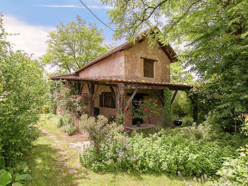 Romantic stay in a lovely cottage in a magical hamlet of six houses, vacation rental in Les Eyzies-de-Tayac-Sireuil