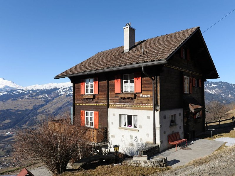 Attractive holiday home with a beautiful view., Ferienwohnung in Graubünden