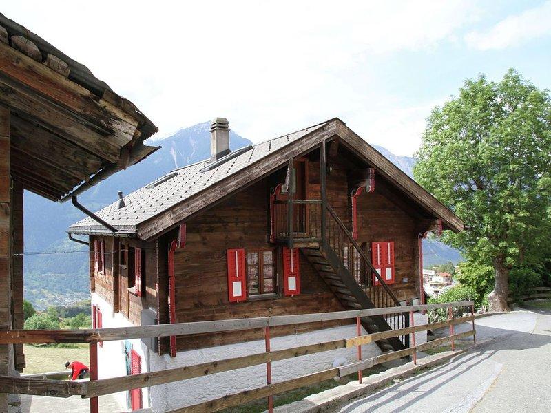 Boutique Apartment in Valais with Balcony, location de vacances à Eischoll