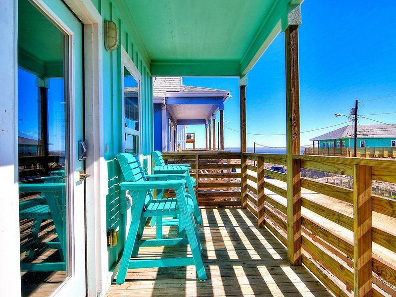 Brand New 3/2! Private fishing pier with dock space! Pool! AMAZING Views!, vacation rental in Corpus Christi