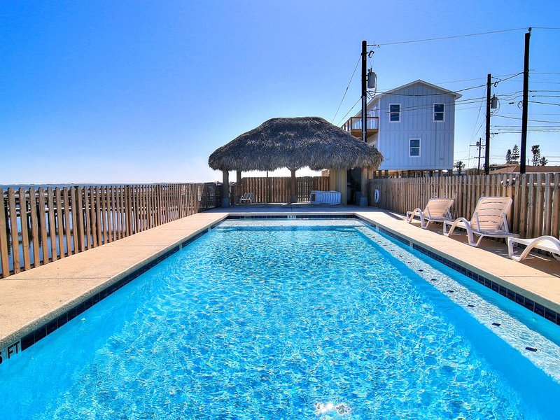 6/4 private boat slip! waterfront pool! 10 minutes to the beach!, vacation rental in Corpus Christi
