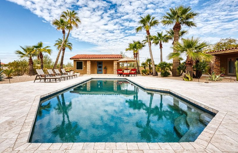 Private Phoenician Sanctuary- Villa De Paz, vacation rental in Phoenix