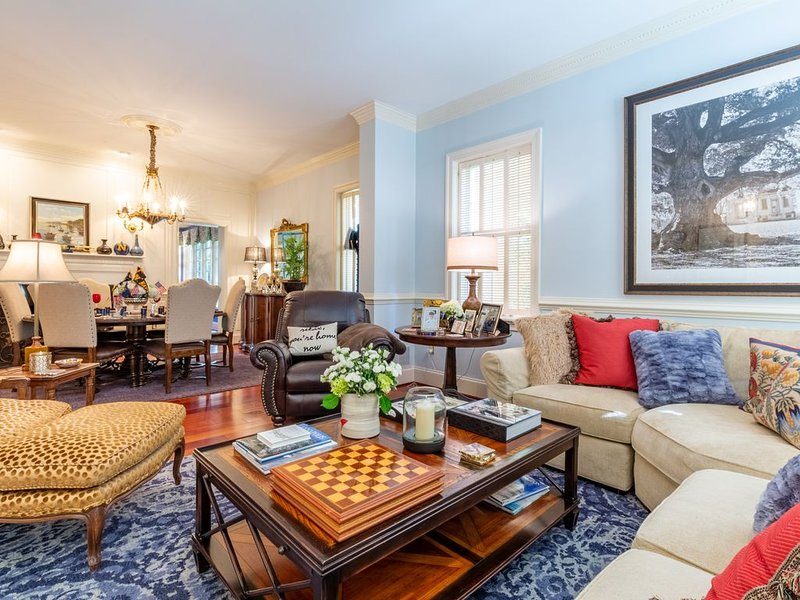 OFFICER'S QUARTERS. A 5 BR Luxurious Historic Annapolis Home. Steps to USNA., vacation rental in Cape Saint Claire