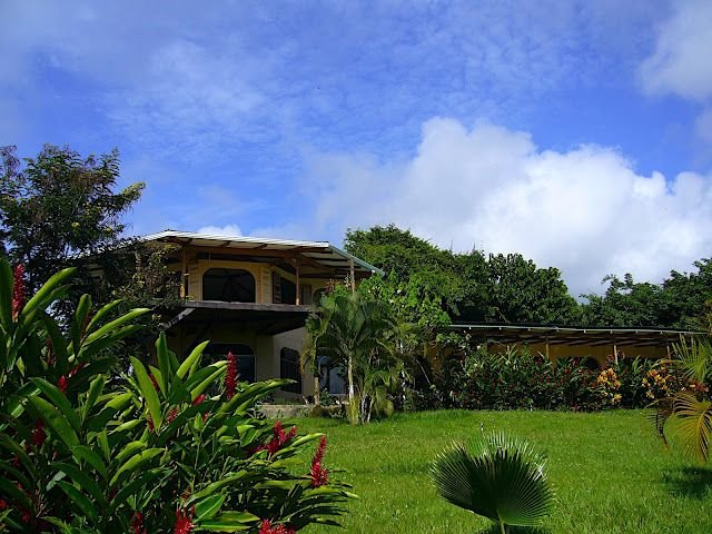 Montezuma Sanctuary: Spacious Hill-top Villa w/Spectacular 360-Degree Views, Ferienwohnung in Montezuma