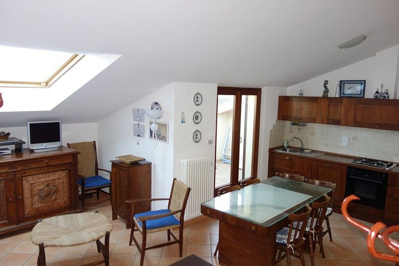 Appartamento centrale a un passo dal mare con aria condizionata e wi-fi, casa vacanza a Porto San Giorgio