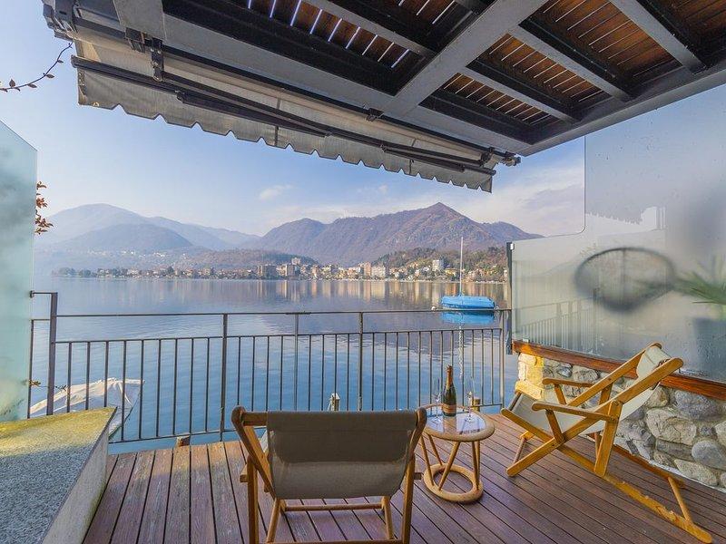 Waterfront Apartment Lake Orta, vacation rental in Casale Corte Cerro