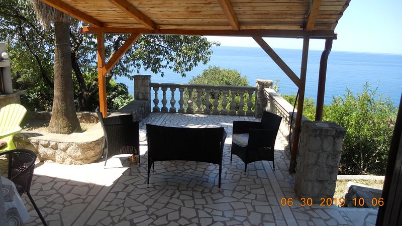 house for rent consisting of two separate apartments,capacity 7 persons, holiday rental in Dubrava