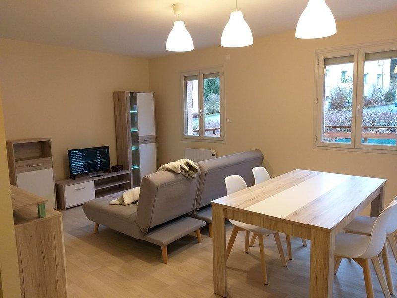 Appartement T4 avec garage, terrasse et jardin, holiday rental in Le Poizat