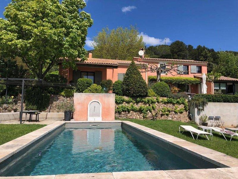 Villa de standing avec piscine en Provence, location de vacances à Sillans-la-Cascade