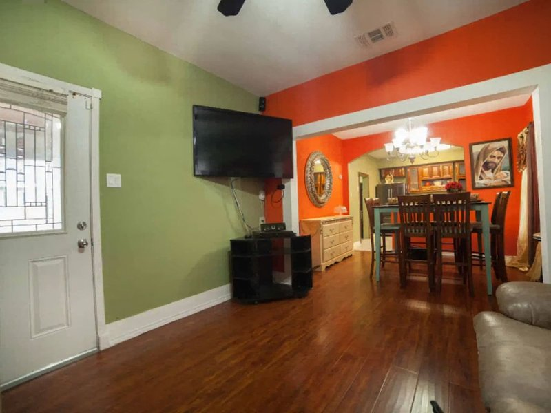Entire 4 bedroom, 2 bath house, covered back patio with bbq pit and pool table,., holiday rental in Elmendorf