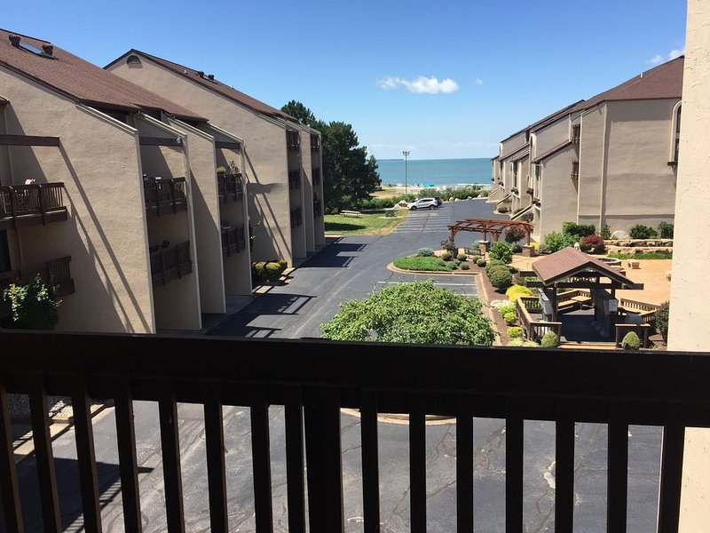 **NEW LISTING** Shores #65: 2 BR /2 BA sleeps 6, holiday rental in Port Clinton