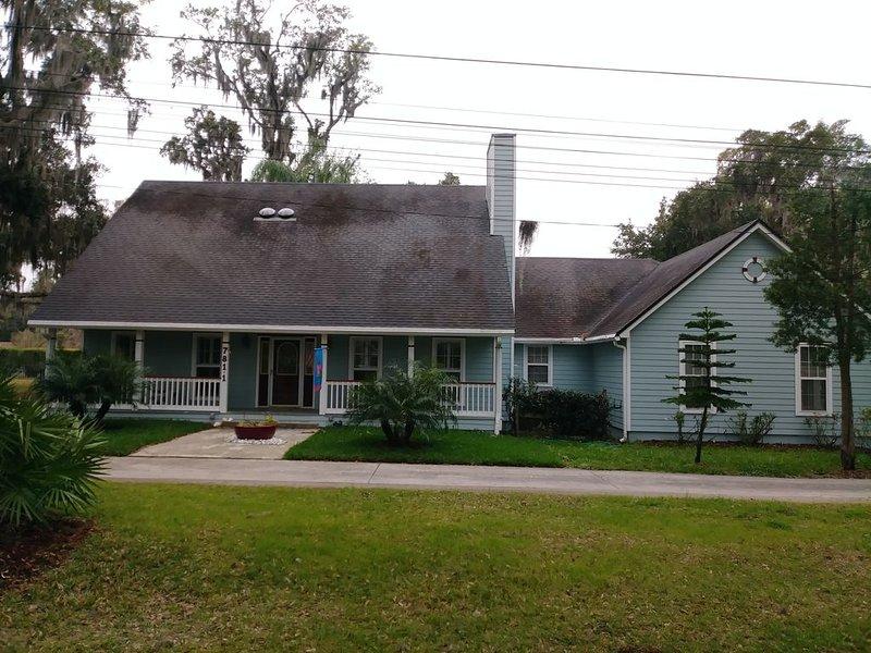 Fabulous Florida Vacation Home 3/2 With Private Pool & Hot Tub, aluguéis de temporada em Orange Park