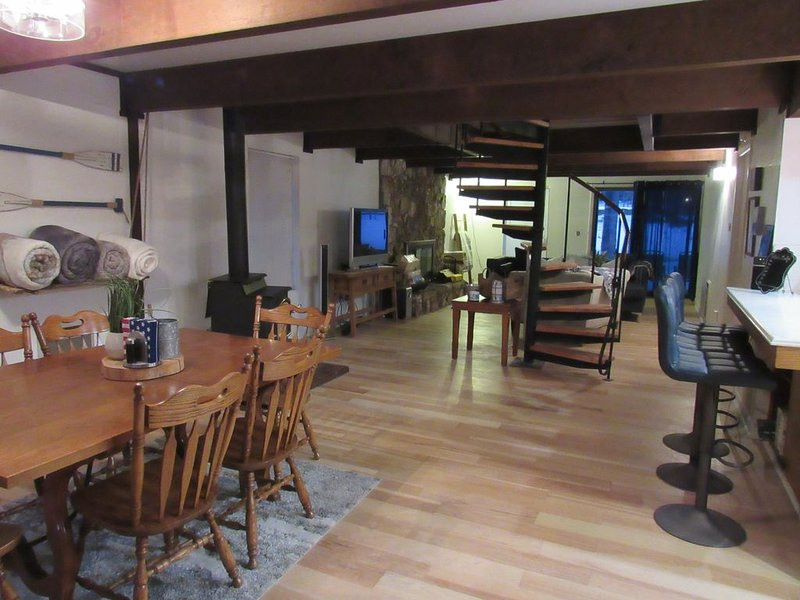 Cozy Hilltop Cabin in Lake Almanor, casa vacanza a Hamilton Branch