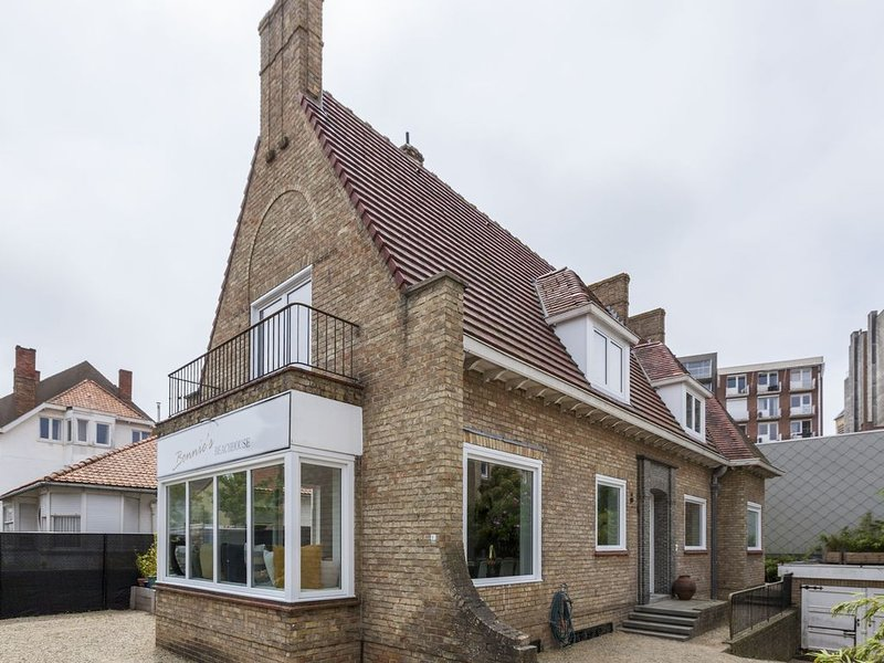 Captivating Villa in De Panne with Garden, holiday rental in Ghyvelde