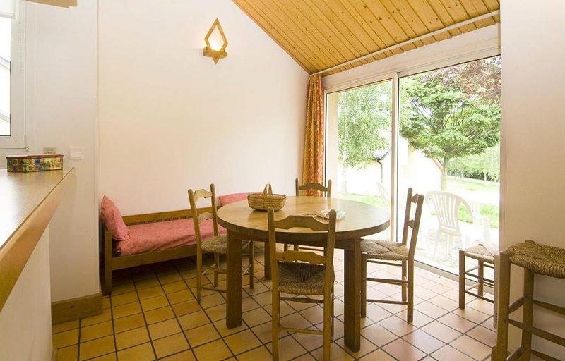 Village de Gîtes Le Colombier - Gîte 4 Personnes Grand, location de vacances à Chirac