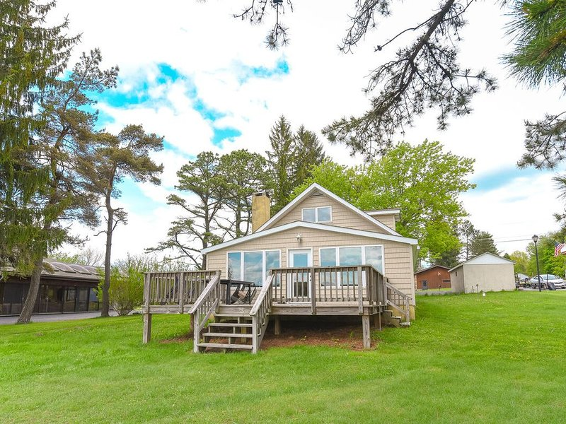 Lakefront Cottage w/Private Dock, Wood Fireplace, & Foosball Table!, vacation rental in Deer Park