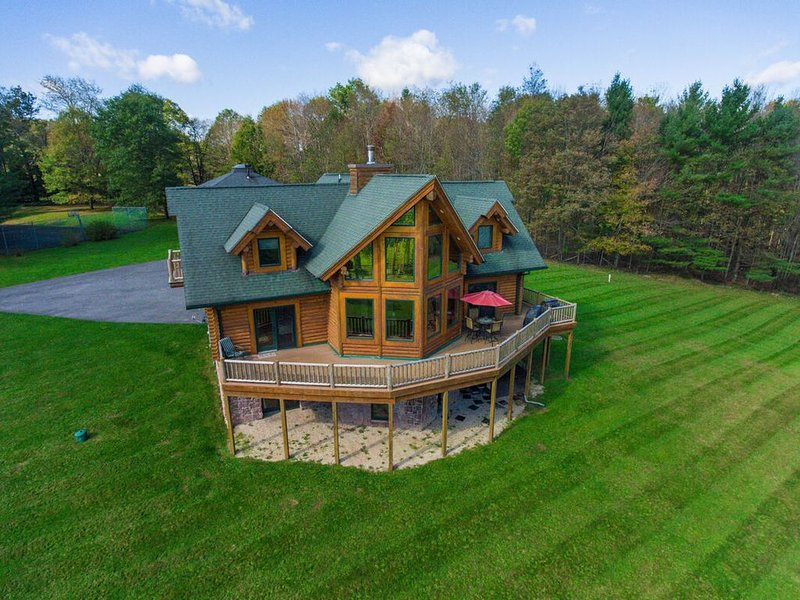 NEW! DOGS WELCOME! Lake Access Home w/Dock Slip, Hot Tub, & Fire Pit!, vacation rental in Deer Park