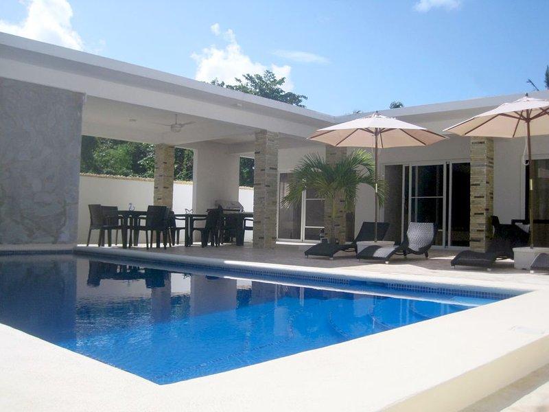 Komplettes modernes Ferienhaus am Strand für 12 Personen mit 6 Zimmern, alquiler de vacaciones en Magante