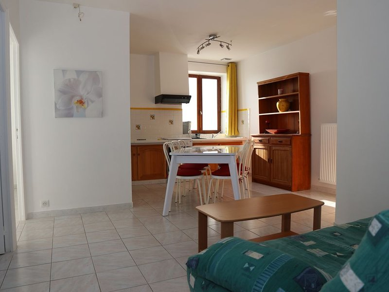 Gite KALI pour 4 à 6 personnes, holiday rental in Crespin