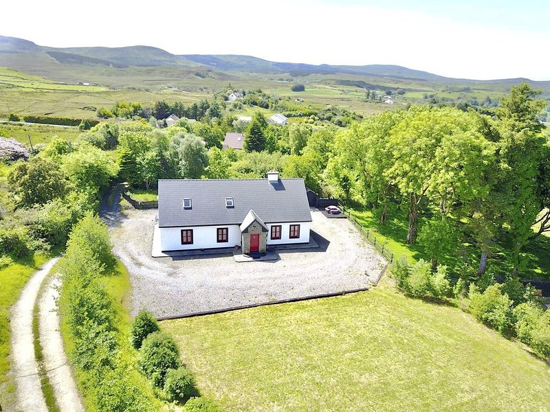 Red Deer Cottage in a Stunning peaceful Location in the heart of Connemara, alquiler vacacional en Letterfrack
