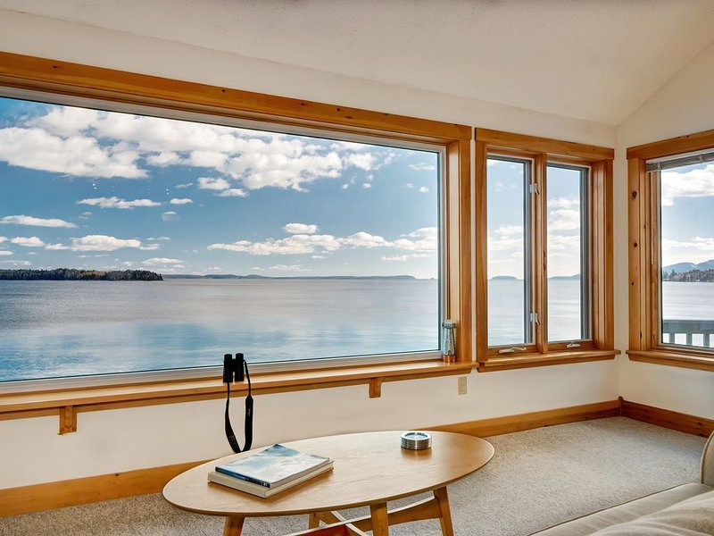 Water's Edge - Oceanfront Home with Water and Acadia Mountiain Views, holiday rental in Sullivan
