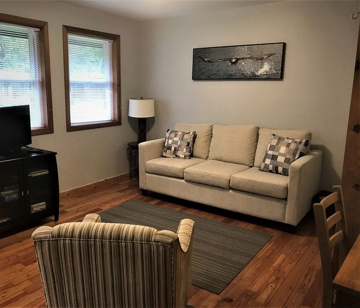 Bright Forest Suite in Central Ucluelet, BC, vacation rental in Barkley Sound