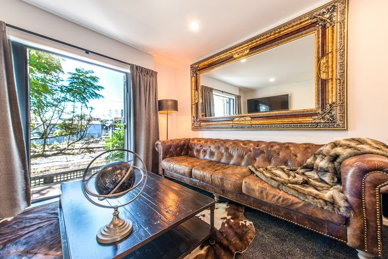 Urban Townhouse Heart of parnell., vacation rental in St Heliers