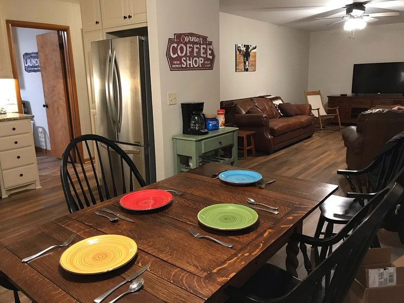 A Home on the Range. On a working ranch. Close to Kaw Lake. Renovated 2020!, holiday rental in Ponca City