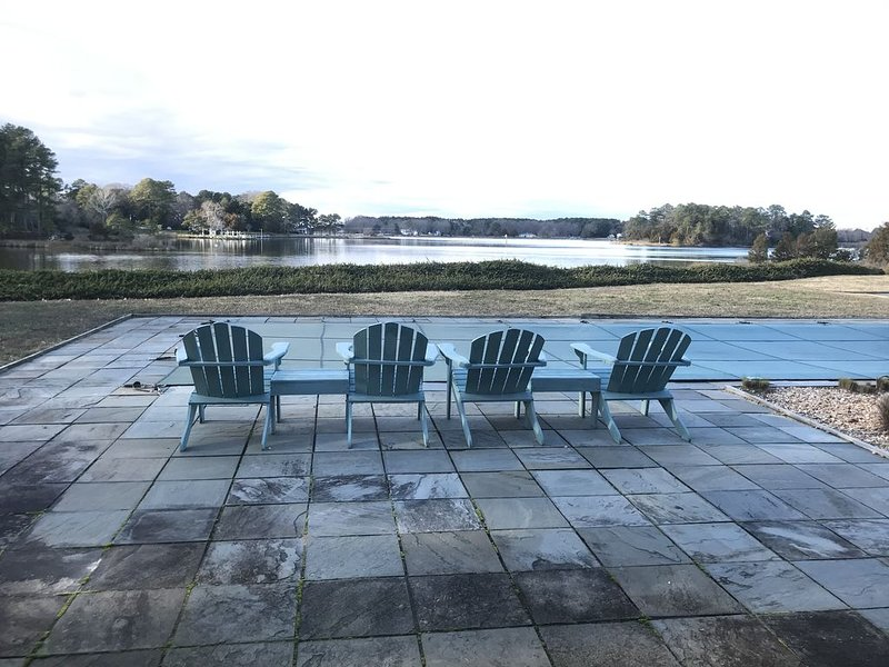 Leatherbury Point Guest House, vacation rental in Belle Haven