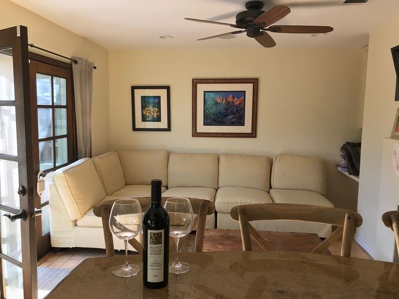3 bed 2 bath Beach cottage 1750 sq ft with  gardens 15  minute walk to the beach, vacation rental in Redondo Beach