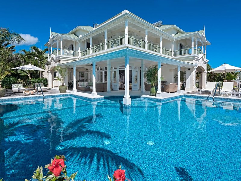 Oceanfront Paradise with Pool - Hector's House, holiday rental in Silver Sands