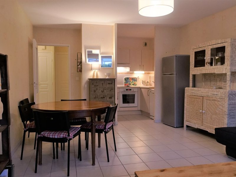 Appartement T3 proche océan, rez-de-chaussée terrasse et jardinet. Tout à pied !, holiday rental in La Turballe