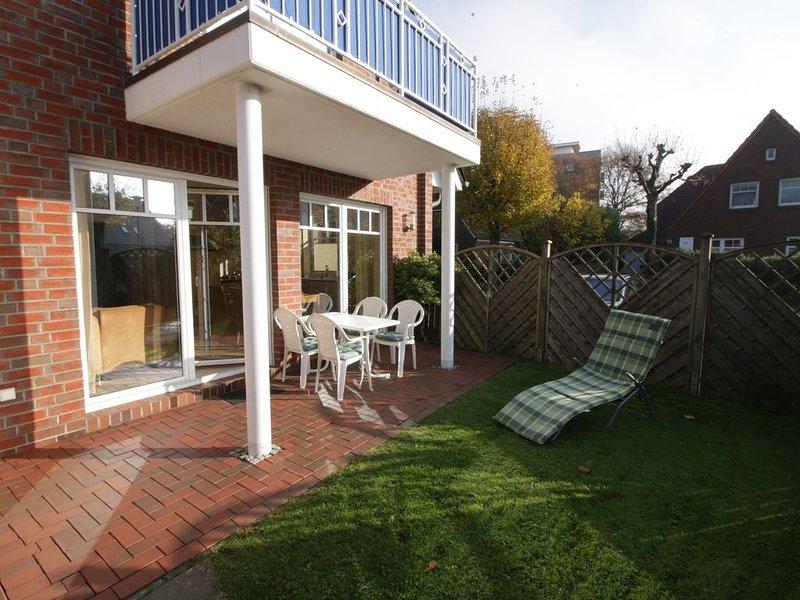 schöne Ferienwohnung mit Garten in Strandnähe, vacation rental in Minsen