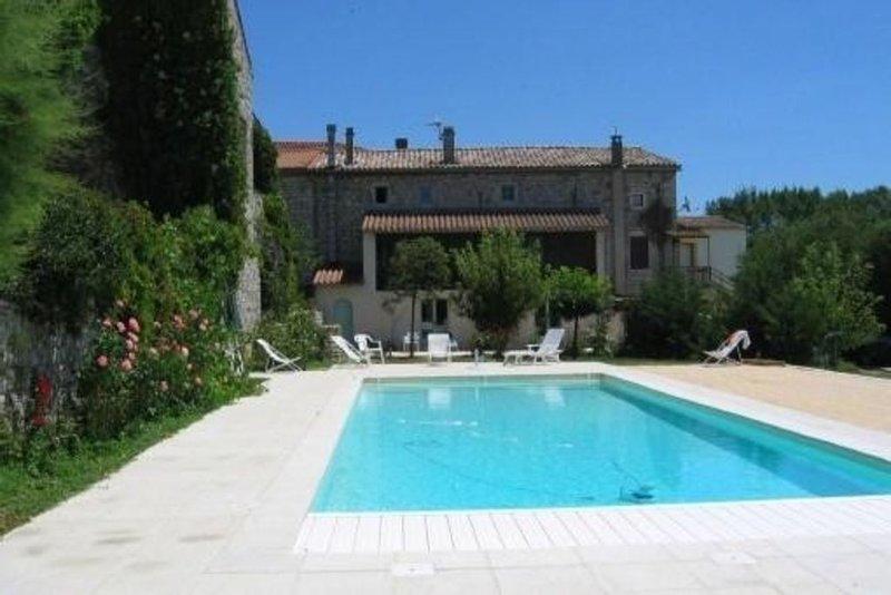Maison en pierre climatisée avec piscine - Ardèche méridionale, aluguéis de temporada em Berrias et Castejau