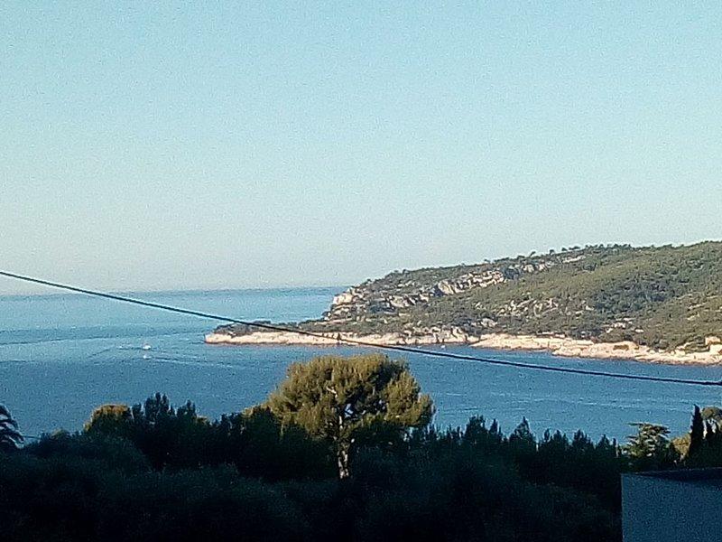 Vue exceptionnelle et panoramique sur mer,Cassis , Cap Canaille et les Calanques, holiday rental in Cassis