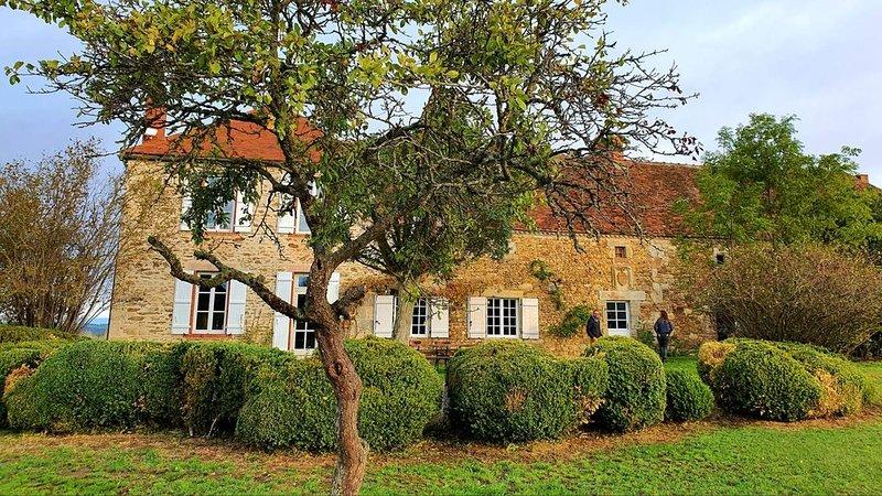 Maison de campagne dans le bocage bourbonnais, Allier, Auvergne., holiday rental in Buxieres-sous-Montaigut