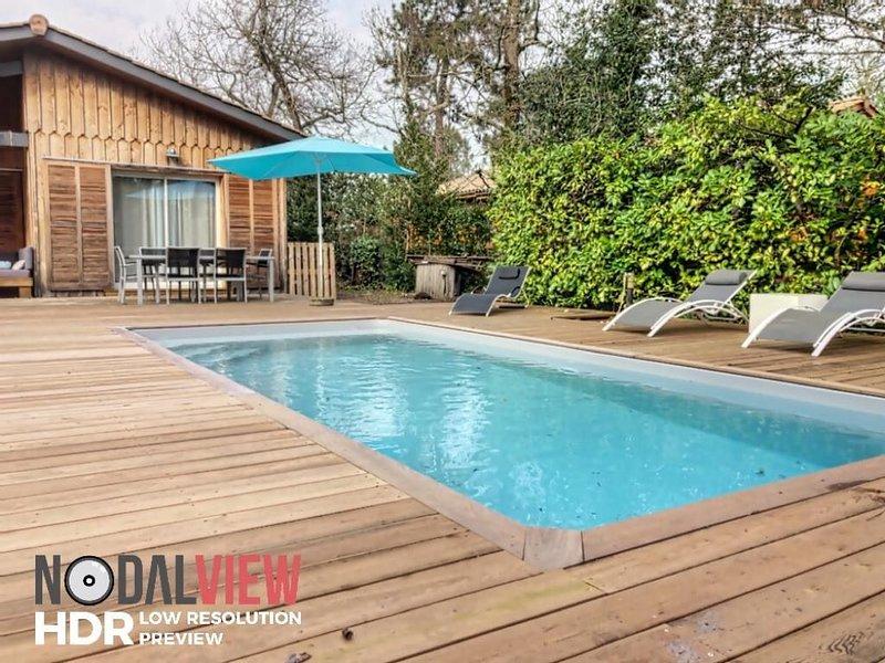 Villa bois, Piscine Chauffée, Bassin Arcachon, 800m de la plage, proche Andernos, holiday rental in Lanton