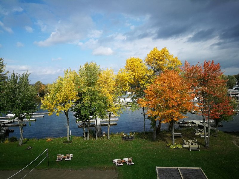 Condo de l'Oberge au bord du lac Memphrémagog, holiday rental in Orford
